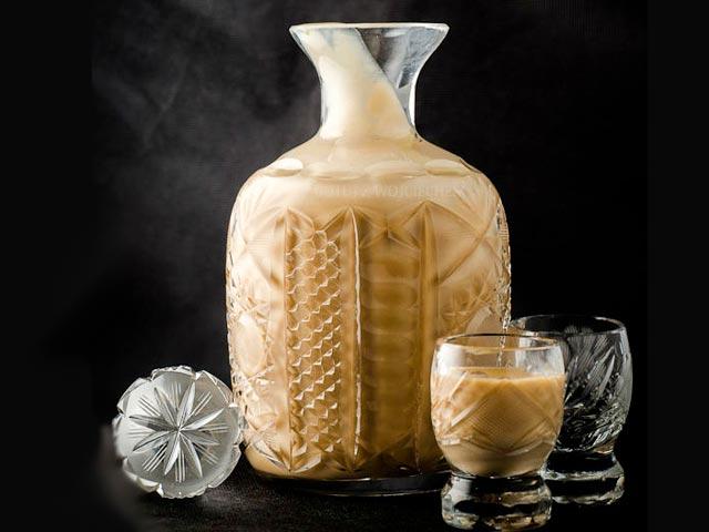 Na 600 ml mléka potřebujeme: 100 g máku, 600 ml vody.